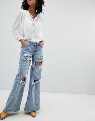 One Teaspoon - Johnnies - Jeans stile festival a vita bassa con fondo ampio e strappi