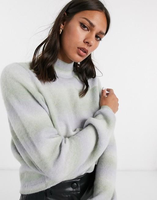 & Other Stories – Kolorowy sweter z balonowymi rękawami