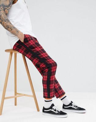 Pantalones con cinta de cuadros rosas de boohooMAN