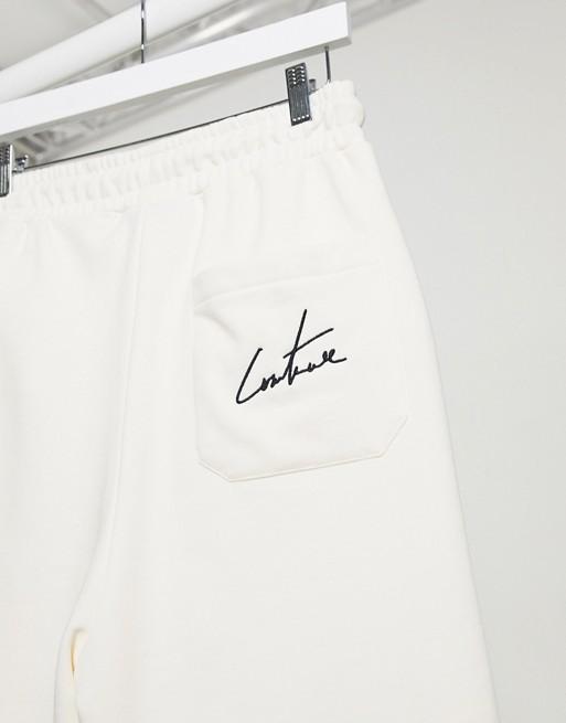 Pantalones cortos color hueso con tiro caído Essentials Travel de The Couture Club