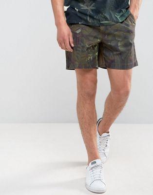 Imagen 1 de Pantalones cortos con estampado de jungla Piotr Rouss de Weekday