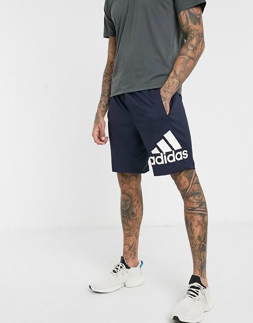 Pantalones cortos de rendimiento azul marino con logo de adidas