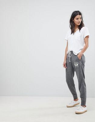 Pantalones de chándal con bajos ajustados y logo de Abercrombie & Fitch