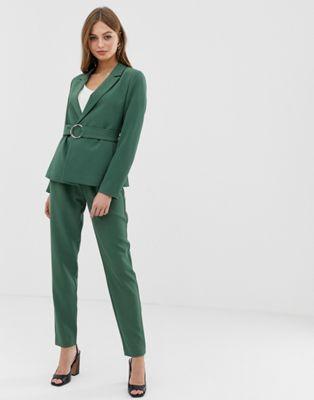Imagen 1 de Pantalones tapered con cintura paperbag y cinturón de Vila