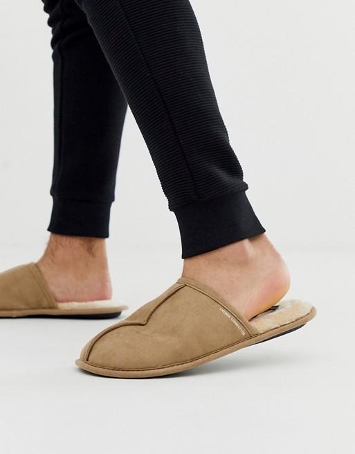 Pantuflas estilo chinelas de French Connection