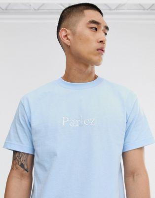 Parlez – Skutsje – Zartblaues T-Shirt mit kleinem, aufgesticktem Logo auf der Brust