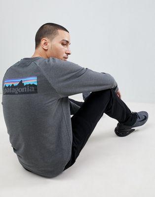 Patagonia – P-6 – Leichtes Sweatshirt mit Rundhalsausschnitt und Logo in Grau