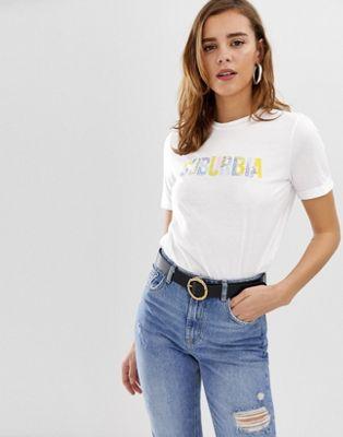 Pieces – Nikita – Mönstrad t-shirt