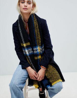 Pieces –  Rutig, lång scarf