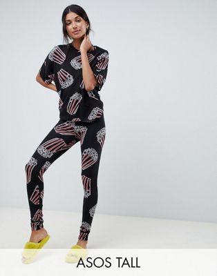 Pijama con camiseta cuadrada y leggings en con estampado de palomitas de ASOS DESIGN Tall