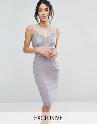 Платье-футляр с кружевом и контрастными вставками Elise Ryan