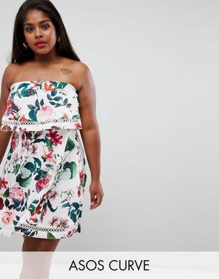 Изображение 1 из Платье мини бандо с цветочным принтом и оборкой ASOS DESIGN Curve