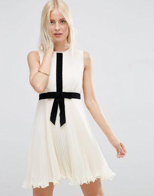 Плиссированное короткое приталенное платье с бантом ASOS Occasion ASOS
