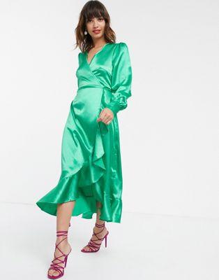 Pretty Lavish – Midi-Wickelkleid aus luxuriösem Satin-Grün