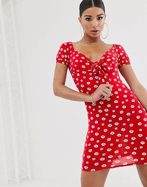 2e0959a1cc09a PrettyLittleThing – Figurbetontes Minikleid in Rot mit Herzausschnitt und  Blümchenmuster