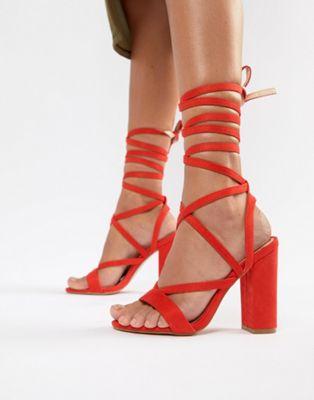 Public Desire - Julia - Sandales à lacets avec talons carrés - Rouge