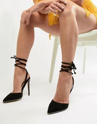 Public Desire - Qween - Zwarte schoenen met hak, studs en enkelbandje