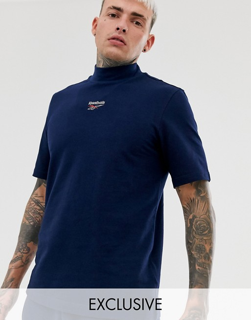 Reebok t-shirt with high neck and central logo in navy