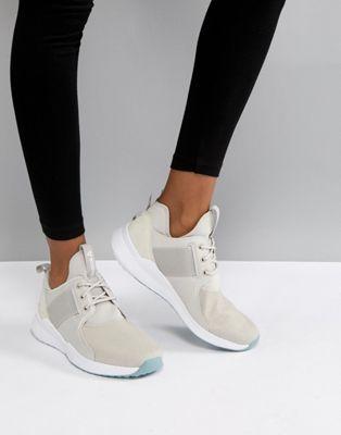 Reebok – Training – Guresu – Sandfärgade sneakers