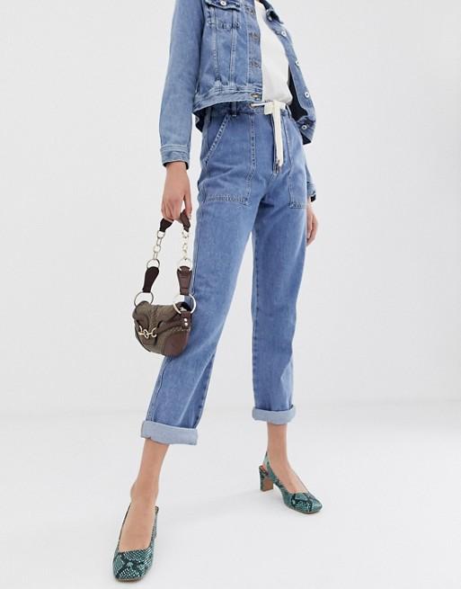 Bild 1 av River Island – Mellanblå mom jeans i cargo-modell