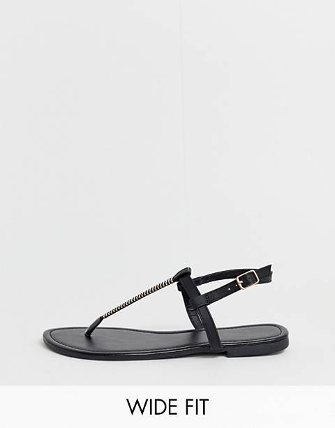 Sandalias planas negras con detalle de metal de New Look wide fit
