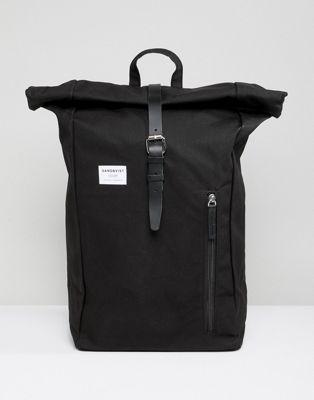 Sandqvist – Dante – Svart ryggsäck med hoprullat lock
