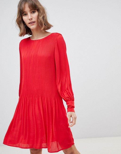 fb235d56f3 Selected Femme - Robe courte plissée manches longues style babydoll - Rouge  | ASOS
