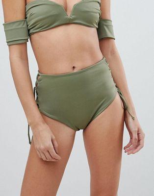 Skye & Staghorn - Slip bikini a vita alta a righe con laccetti