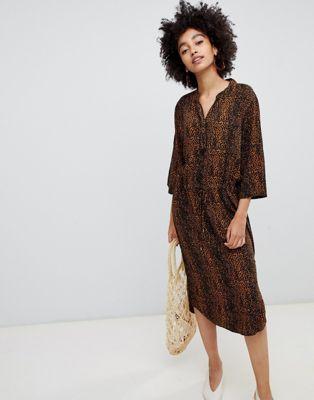 Image 1 sur Soaked In Luxury - Robe chemise à imprimé léopard