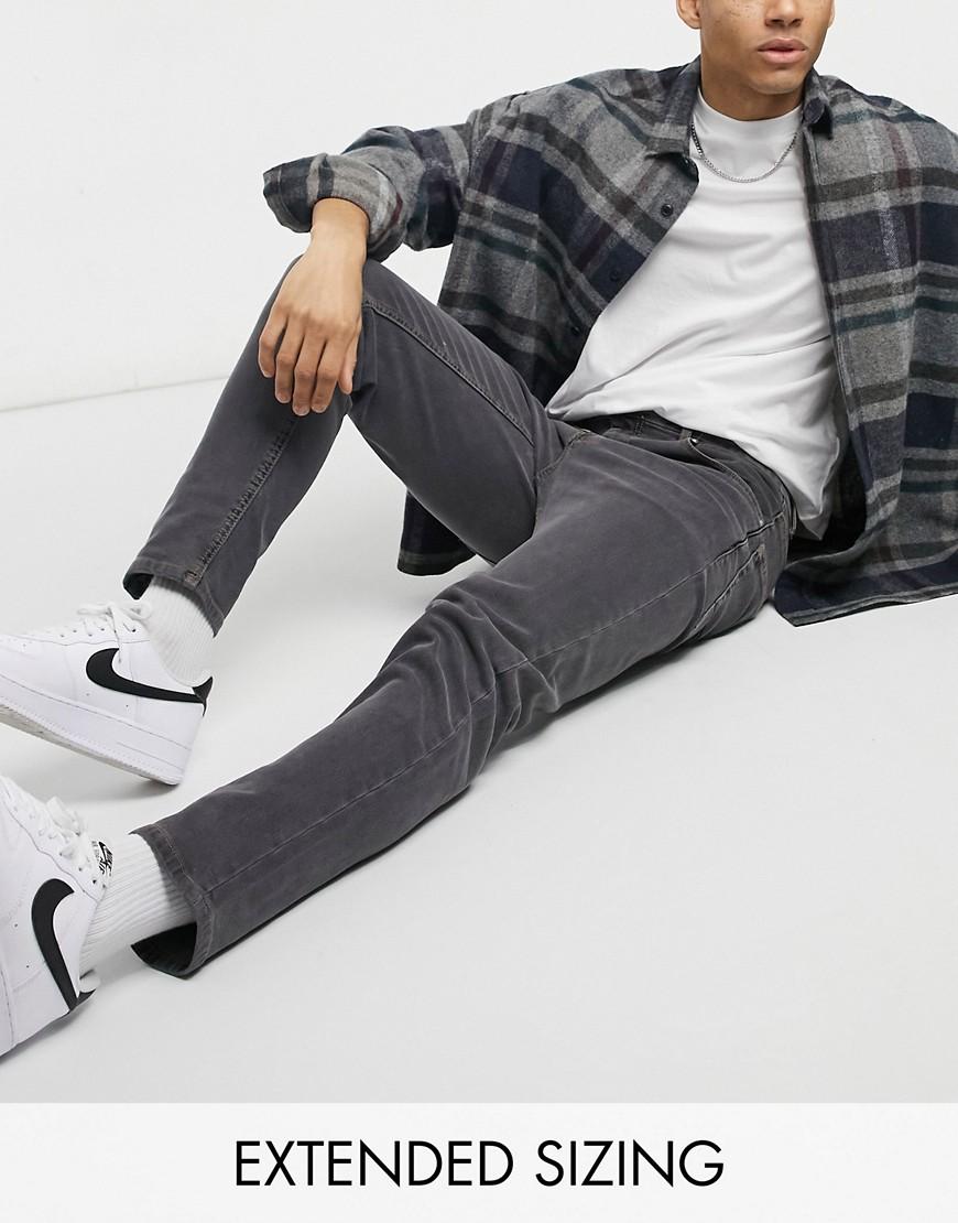 Se Sortvaskede tapered fit-jeans fra ASOS DESIGN ved Asos