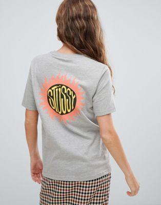 Stussy – T-shirt med avslappnad passform och solmotiv baktill