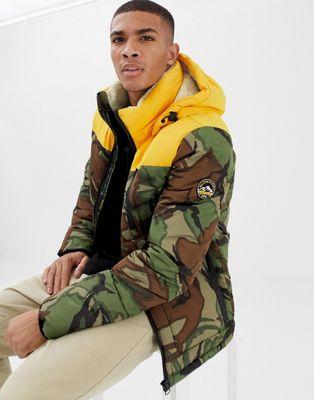 Superdry - Expedition - Doudoune à capuche et imprimé camouflage