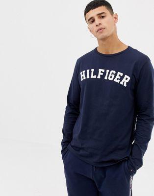 Темно-синий лонгслив с большим логотипом на груди Tommy Hilfiger