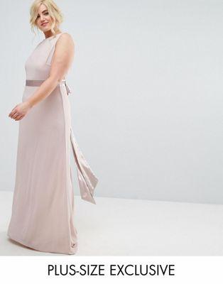TFNC Plus - Lange satijnen bruidsmeisjesjurk met strik op de rug