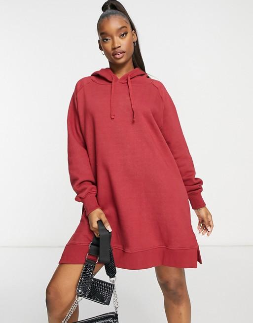 Threadbare – Quinn – Czerwona sukienka oversize z kapturem