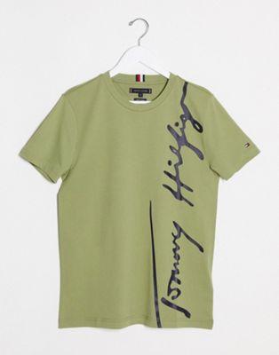 Tommy Hilfiger – Grünes T-Shirt mit großem Signature-Logo