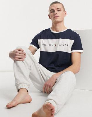 Tommy Hilfiger - Lounge T-shirt met ronde hals, contrasterend vlak en logo op de borst in marineblauw