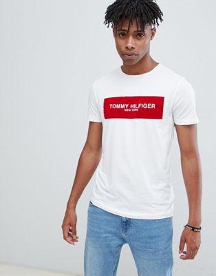 Tommy Hilfiger – Weißes T-Shirt mit eckigem Logoprint