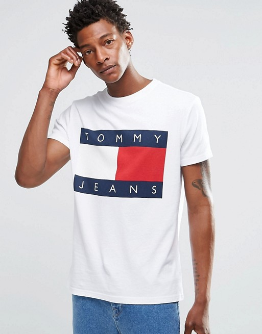 new styles 2037d 15262 Tommy Jeans – T-Shirt mit Tommy-Flaggenlogo in Weiß