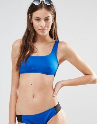 Top de bikini asimétrico con diseño colour block de Stella McCartney