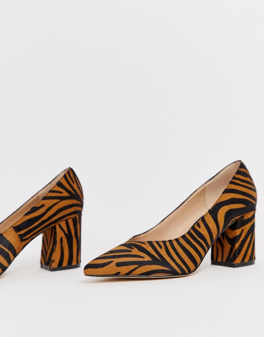 Туфли-лодочки на блочном каблуке с тигровым принтом и острым носом Office Mama-Мульти