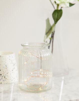 Typo – Lichterkette mit goldenen Glühbirnen