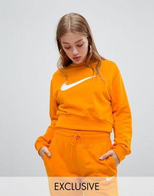 Укороченный оранжевый свитшот с большим логотипом-галочкой Nike эксклюзивно для ASOS