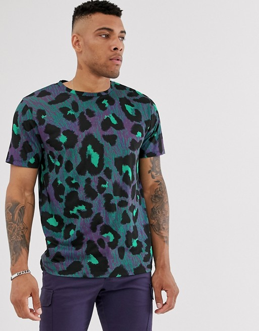 Bild 1 von Urban Threads – Übergroßes T-Shirt mit Tierfellmuster in Violett und Grün