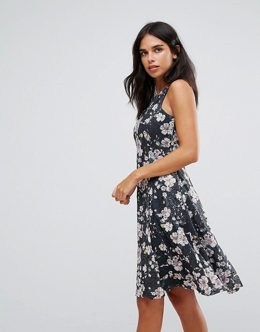 Clothes & Dreams: Why you will love these NYE dresses: the flower print