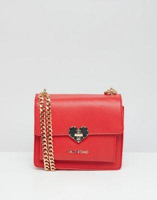 Valentino by Mario Valentino – Crossbody-väska i minimodell med rött, hjärtformat spänne
