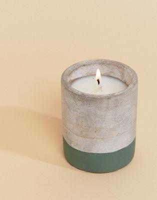 Vela con aroma a eucalipto y sándalo de 3.5 oz Urban Concrete de Paddywax