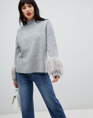 Afbeelding 1 van Vero Moda - Hoogsluitende trui met manchetten van imitatiebont