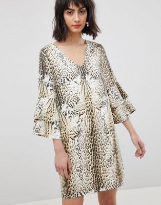 Vero Moda Leopard Print Dress With Tiered Sleeves