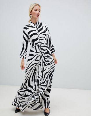 Vestido camisero con estampado de cebra de Y.A.S
